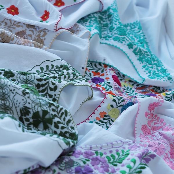 メキシコの刺繍ブラウスが新入荷♪