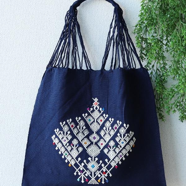 生命の樹をララインサール刺繍で施したハンモックバッグ