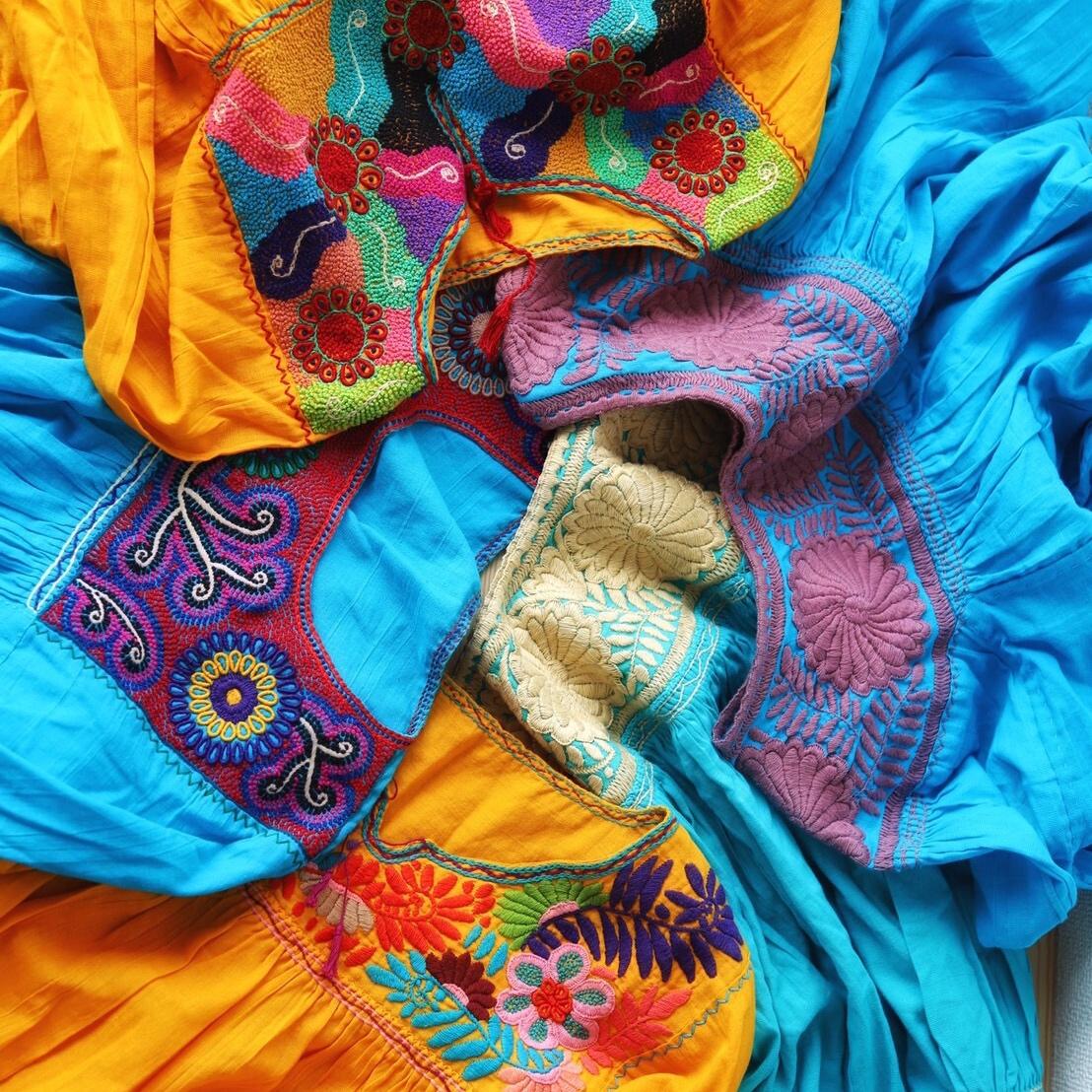 メキシコ刺繍ブラウス〜イエローブルー系〜