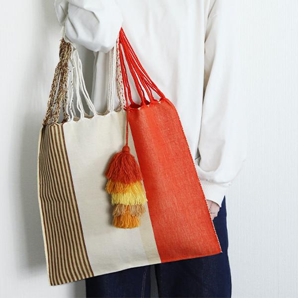 バッグのアクセントに*ハンモックバッグ ×ポンポン(オレンジ×オレンジ)