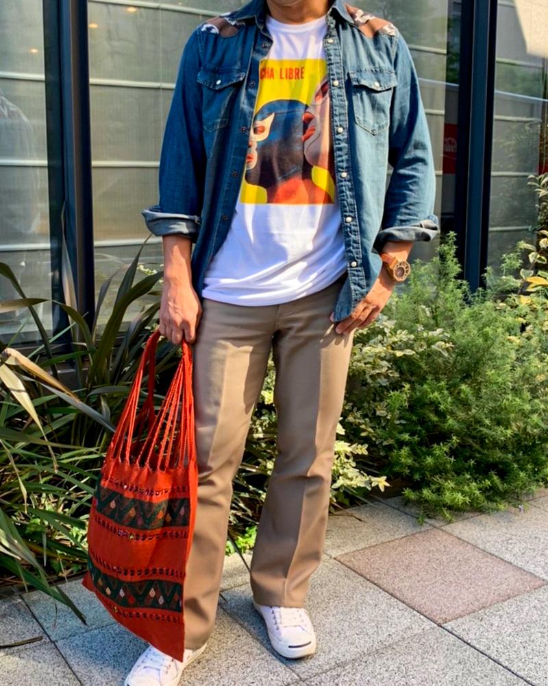 個性的なルチャTシャツで楽しむ秋*